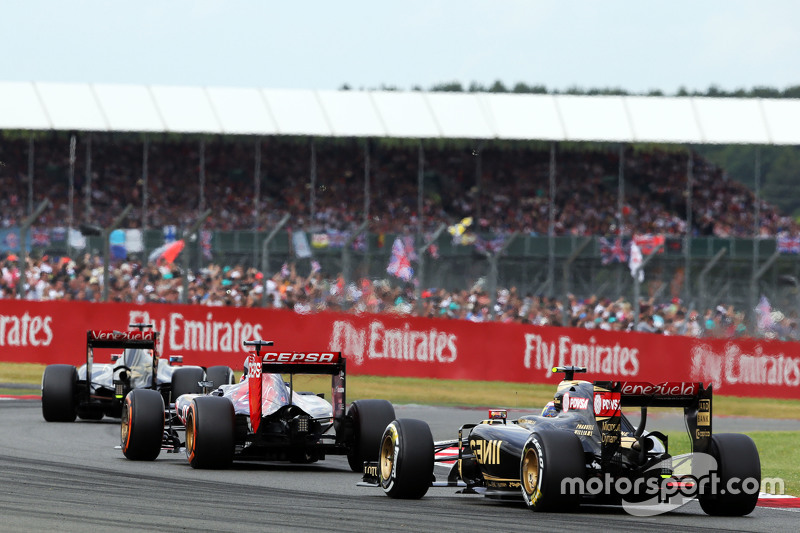 Pastor Maldonado, Lotus F1 E23 on the formation lap