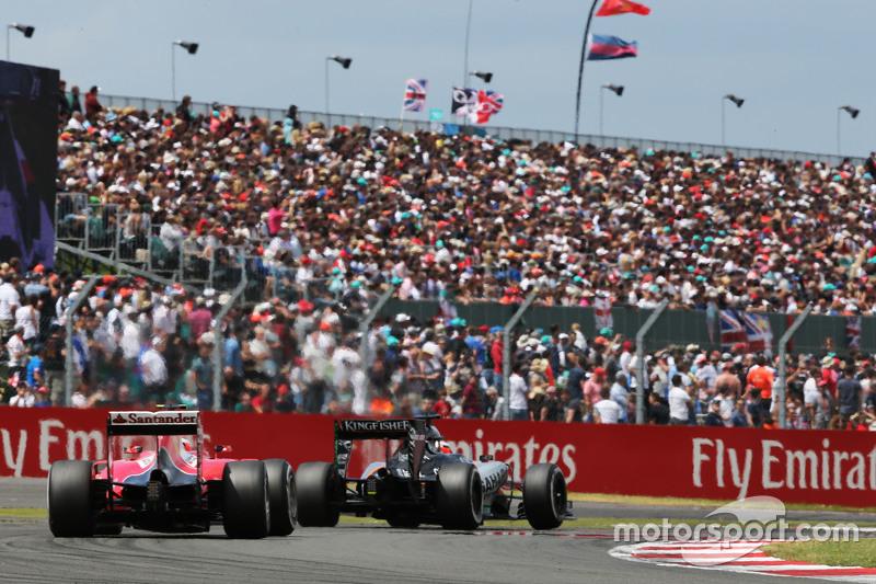 Nico Hülkenberg, Sahara Force India F1 VJM08, vor Kimi Räikkönen, Ferrari SF15-T