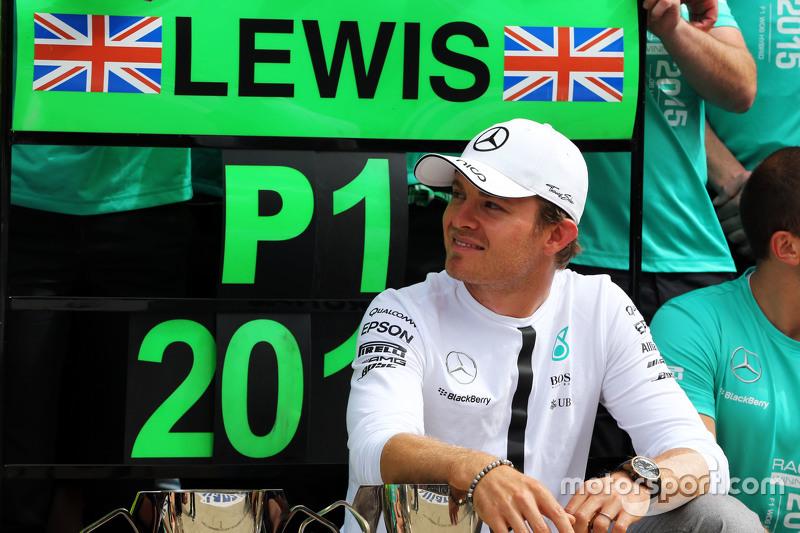 Nico Rosberg, Mercedes AMG F1 merayakan second position bersama tim
