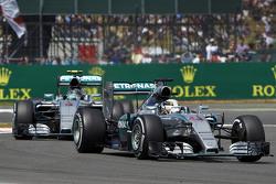 Lewis Hamilton, Mercedes AMG F1 Team devant Nico Rosberg, Mercedes AMG F1 Team