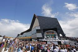 Podium: Nico Rosberg, Mercedes AMG F1, tweede; Lewis Hamilton, Mercedes AMG F1, winnaar; Sebastian Vettel, Ferrari, derde