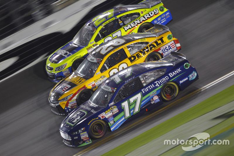 Paul Menard, Richard Childress Racing Chevrolet, Matt Kenseth, Joe Gibbs Racing Toyota and Ricky Ste