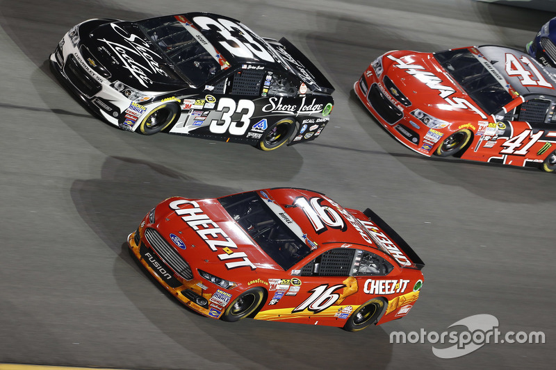 Brian Scott, Richard Childress Racing Chevrolet dan Greg Biffle, Roush Fenway Racing Ford