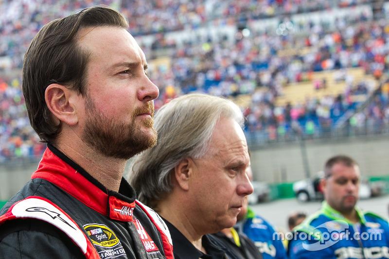 Kurt Busch, Stewart-Haas Racing Chevrolet bersama Gene Haas