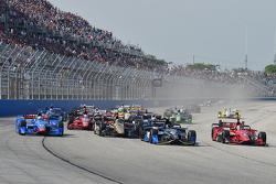 Start: Josef Newgarden, CFH Racing Chevrolet leads
