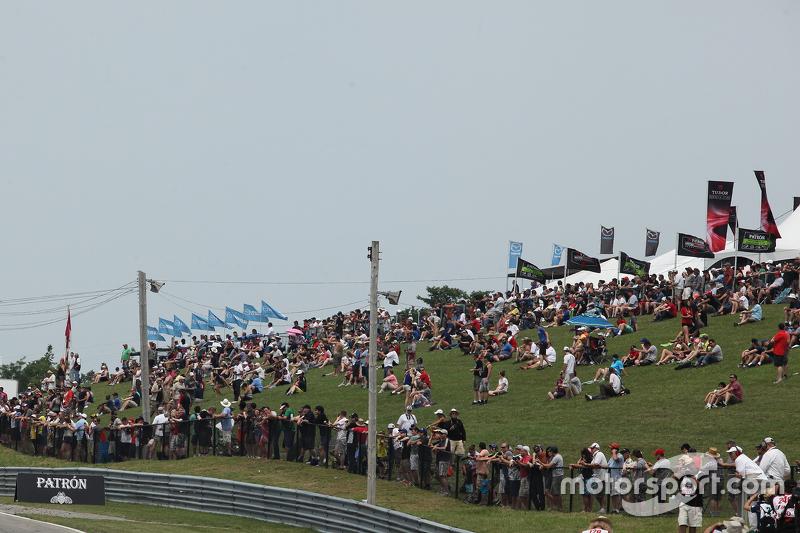 Kerumunan penonton di Canadian Tire Motorsport Park