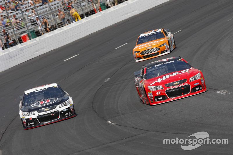 Kevin Harvick, Stewart-Haas Racing Chevrolet and Kurt Busch, Stewart-Haas Racing Chevrolet