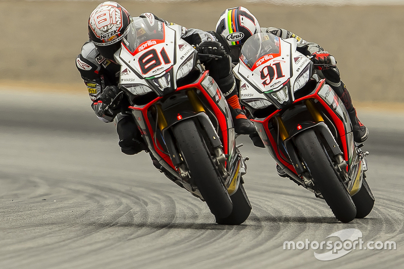 Jordi Torres, Aprilia Racing Team Red Devils; Leon Haslam, Aprilia Racing Team Red Devils