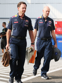 (De izquierda a derecha): Christian Horner, de Red Bull Racing, director del equipo de Adrian Newey, Red Bull Racing Director Técnico