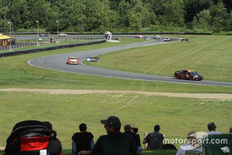 Qualifying action at Lime Rock Park