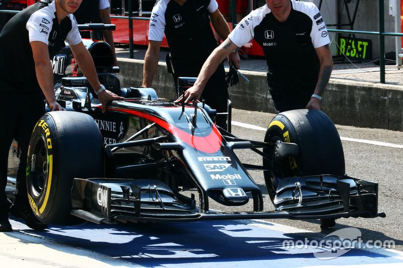 McLaren MP4-30 front wing