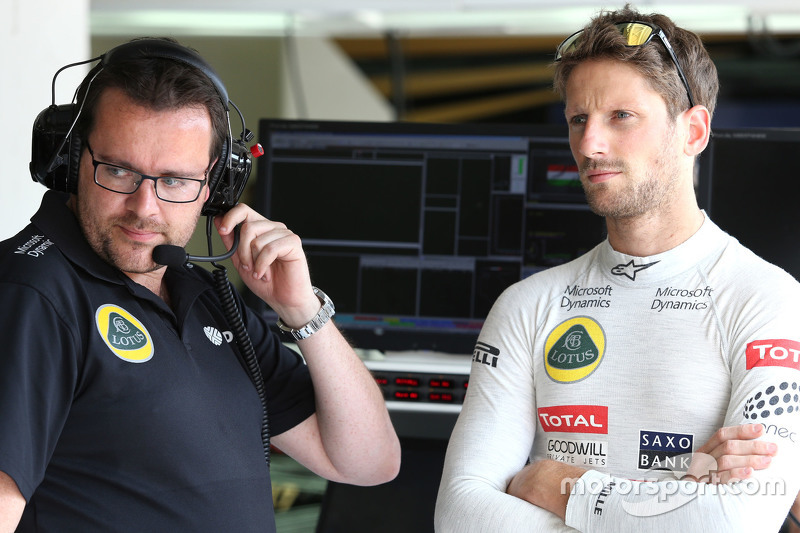 Race engineer Julien Simon-Chautemps and Romain Grosjean, Lotus F1 Team