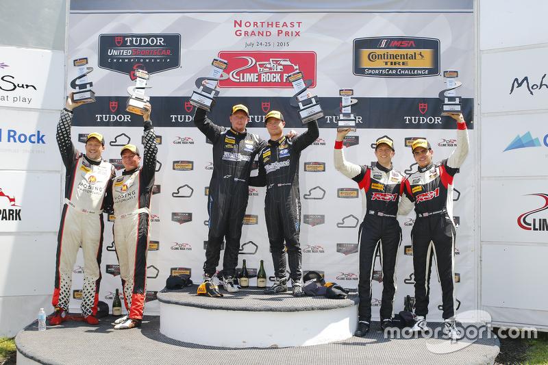 ST Podium: pemenang balapan #5 CJ Wilson Racing Mazda MX-5: Stevan McAleer, Chad McCumbee, #56 Muril