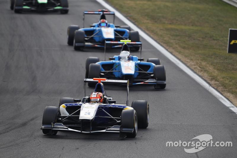 Mitch Gilbert, Carlin memimpin Matheo Tuscher, Jenzer Motorsport