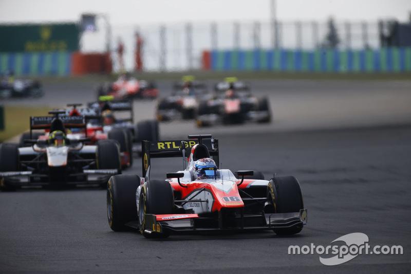 Nicholas Latifi, MP Motorsport memimpin Nick Yelloly, Hilmer Motorsport