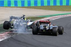 Sergio Perez, Sahara Force India et Pastor Maldonado, Lotus F1 Team