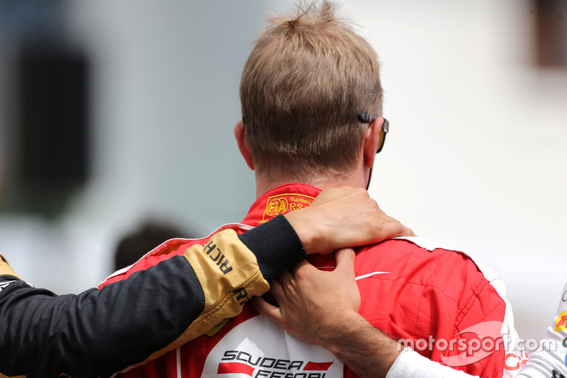 Pilotos durante minuto de silêncio em memória de Jules Bianchi Kimi Raikkonen, Scuderia Ferrari