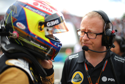 Mark Slade, Lotus F1 Team, Race Engineer , dan Pastor Maldonado, Lotus F1 Team