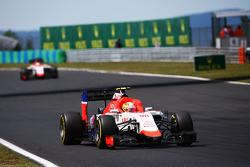 Roberto Merhi, Manor F1 Team with a loose headrest