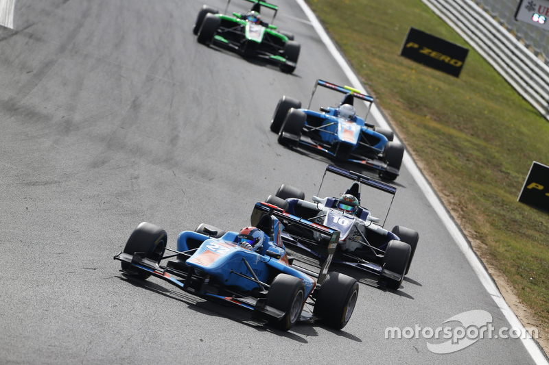Ralph Boschung, Jenzer Motorsport leads Adderly Fong, Koiranen GP