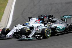 Фелипе Масса, Williams F1 (слева), и Льюис Хэмилтон, Mercedes AMG F1