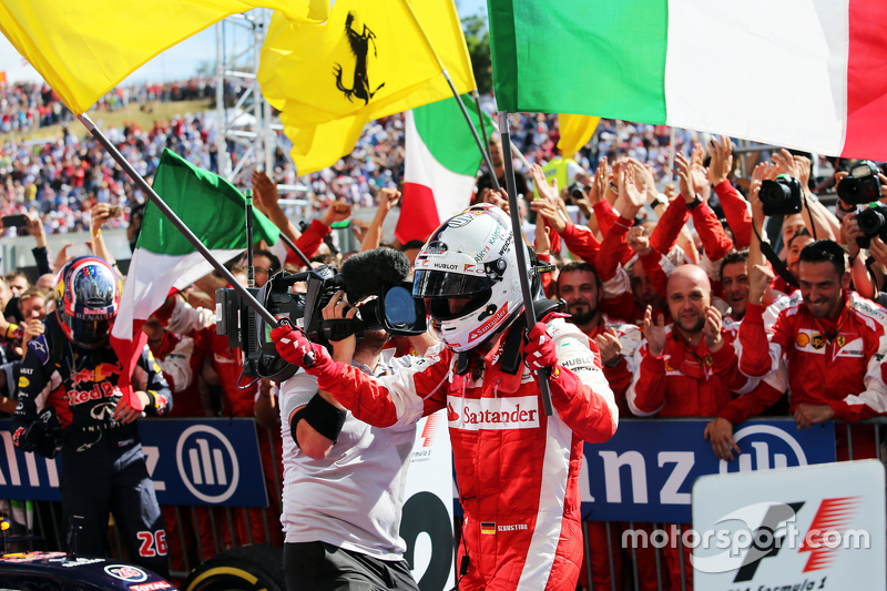 Juara balapan Sebastian Vettel, Ferrari merayakan in parc ferme