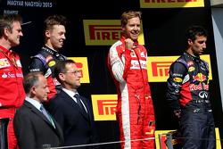 Daniil Kvyat, Red Bull Racing, Sebastian Vettel, Scuderia Ferrari dan Daniel Ricciardo, Red Bull Racing