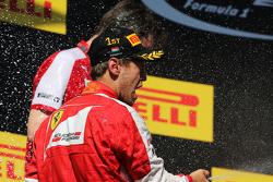 Победитель гонки - Себастьян Феттель, Ferrari празднует на подиуме