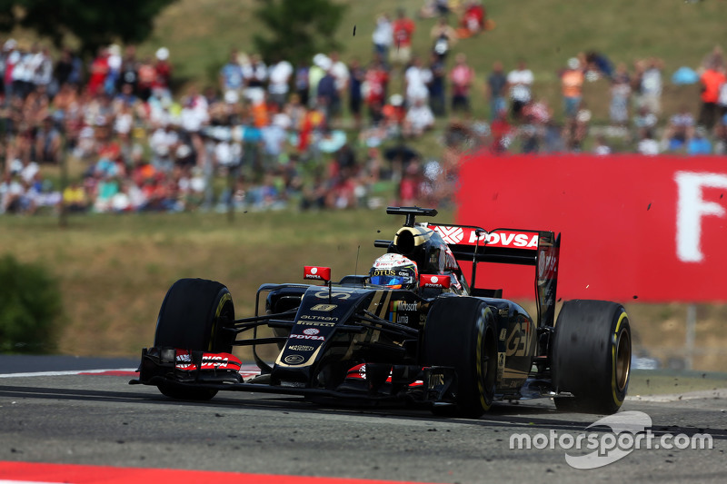 Romain Grosjean, Lotus F1 E23 runs wide