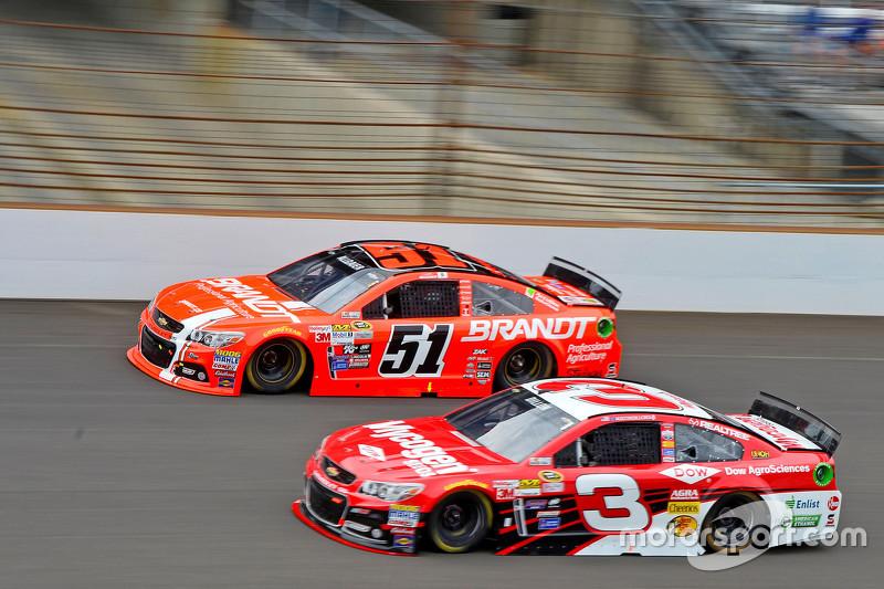 Justin Allgaier, HScott Motorsports Chevrolet and Austin Dillon, Richard Childress Racing Chevrolet
