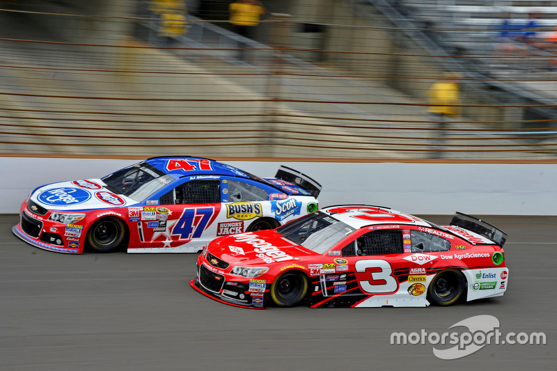 A.J. Allmendinger, JTG Daugherty Racing Chevrolet dan Austin Dillon, Richard Childress Racing Chevrolet