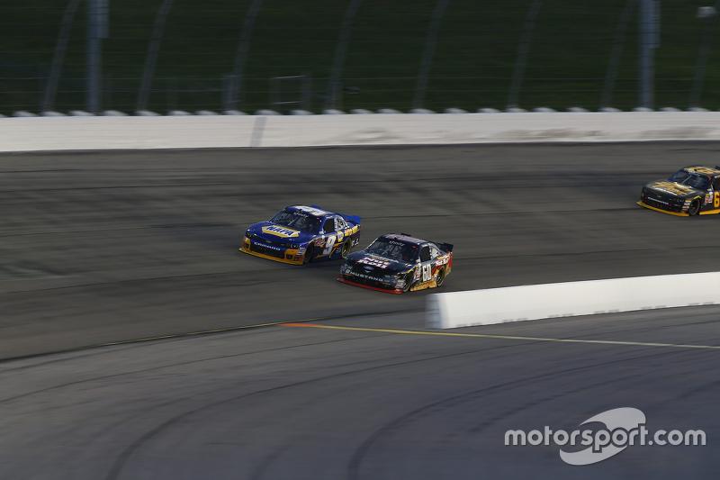Кріс Бюшер, Roush Fenway Racing Ford та Чейз Елліот, JR Motorsports Chevrolet