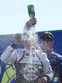 Подиум: победитель гонки - Грэм Рейхол, Rahal Letterman Lanigan Racing Honda, второе место - Джастин Уилсон, Andretti Autosport Honda