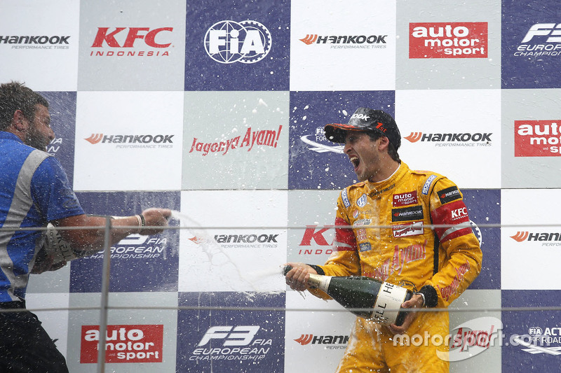 Vencedor Antonio Giovinazzi, Jagonya Ayam com Carlin Dallara Volkswagen