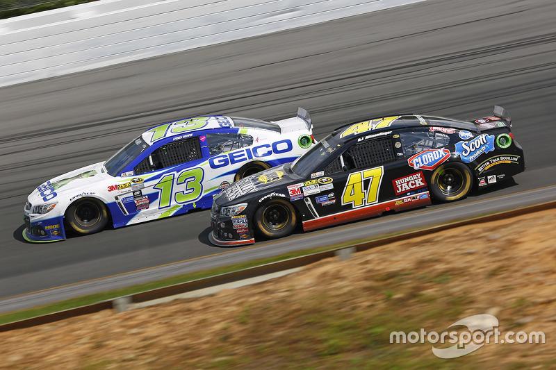 Casey Mears, Germain Racing Chevrolet dan A.J. Allmendinger, JTG Daugherty Racing Chevrolet