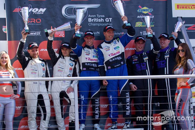 Podium: second place Lee Mowle, Joe Osborne, winners Marco Attard, Alexander Sims, third place Derek Johnston, Matt Bell