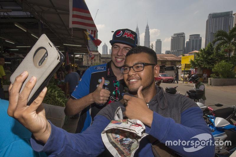 Chaz Mostert, Prodrive Racing Australia mengambil dalam pemandangan sekitar Kuala Lumpur, Malaysia