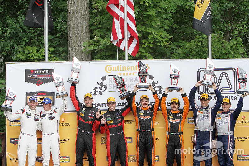 Podium pemenang kelas: P Juara kelas #31 Action Express Racing Corvette DP: Eric Curran, Dane Camero