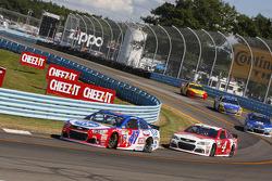 A.J. Allmendinger, JTG Daugherty Racing Chevolet and Kevin Harvick, Stewart-Haas Racing Chevrolet