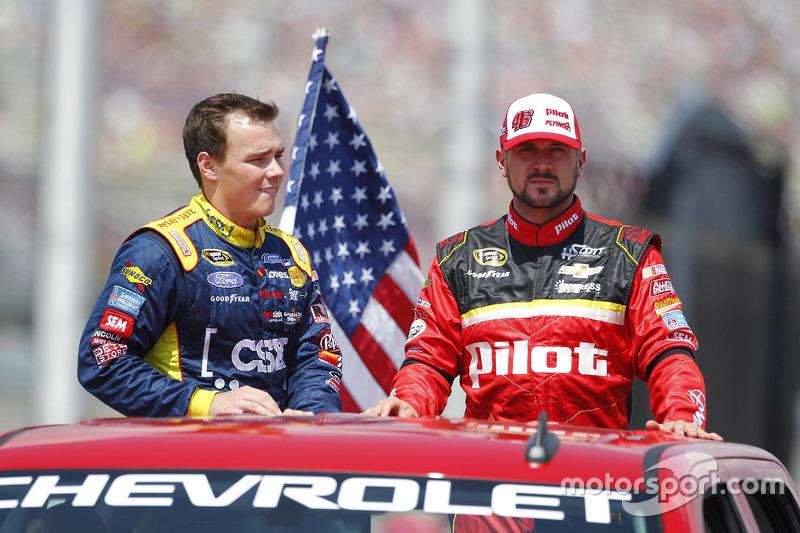 Brett Moffitt, Front Row Motorsports Ford dan Michael Annett, HScott Motorsports Chevrolet