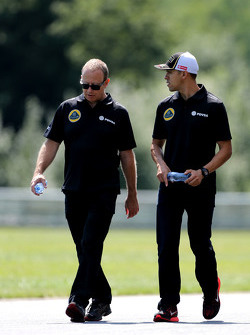 Mark Slade, Lotus F1 Team, Race Engineer  and Pastor Maldonado, Lotus F1 Team