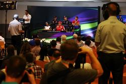 Max Verstappen, Scuderia Toro Rosso; Daniil Kvyat, Red Bull Racing; Will Stevens, Manor F1 Team; Fernando Alonso, McLaren; Kimi Raikkonen, Ferrari; Lewis Hamilton, Mercedes AMG F1