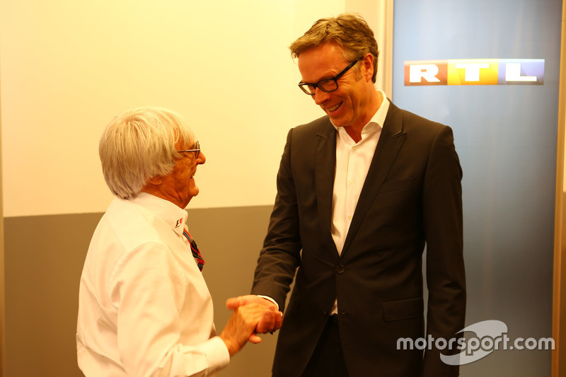 (Kiri ke Kanan): Bernie Ecclestone, dan Frank Hoffmann, RTL Television Programme Managing Director mengumumkan perpanjangan kontrak untuk pertunjukkan RTL di F1 pada 2016-17