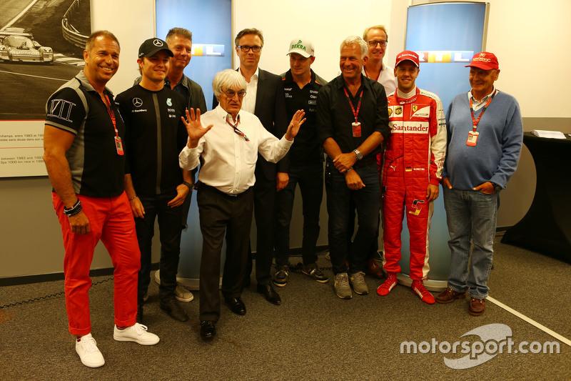 (Kiri ke Kanan): Kai Ebel, Presenter RTL TV; Nico Rosberg, Mercedes AMG F1; Bernie Ecclestone, dan F