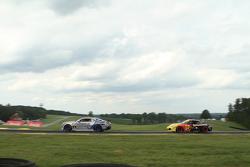 #9 Stevenson Motorsports Chevrolet Camaro Z/28.R: Лоусон Ашенбах, Метт Белл та #31 Bodymotion Racing Porsche Cayman: Ethan Low, Jason Rabe
