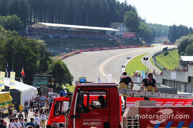 Two firemen watch the action at Eau Rouge 22.08.2015. Formula 1 World Championship, Rd 11, Belgian