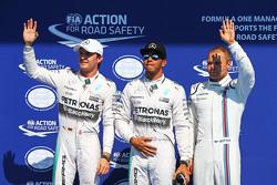 Топ-3 пилота квалификации в закрытом парке: Нико Росберг - второй, Mercedes AMG F1; Льюис Хэмилтон,