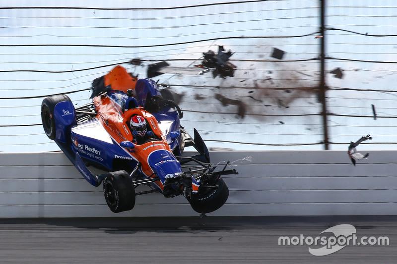 Charlie Kimball, Chip Ganassi Racing Chevrolet crashes