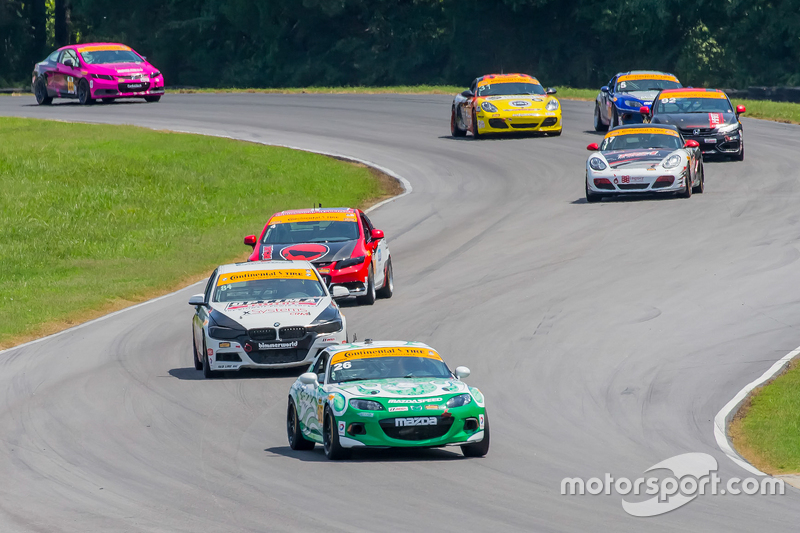 Alton, VA - 22 Agustus 2015 - Continental Tire Sports Car Challenge Team turun ke trek dengan ban Continental until Continental Tire Series di Virginia International Raceway di Alton, VA.