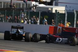 Nick Yelloly, Hilmer Motorsport & Nobuharu Matsushita, ART Grand Prix hacen contacto